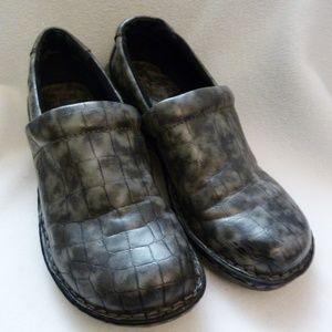 boc Born Grey Crocodile Like Shoes Clogs Ladies 8